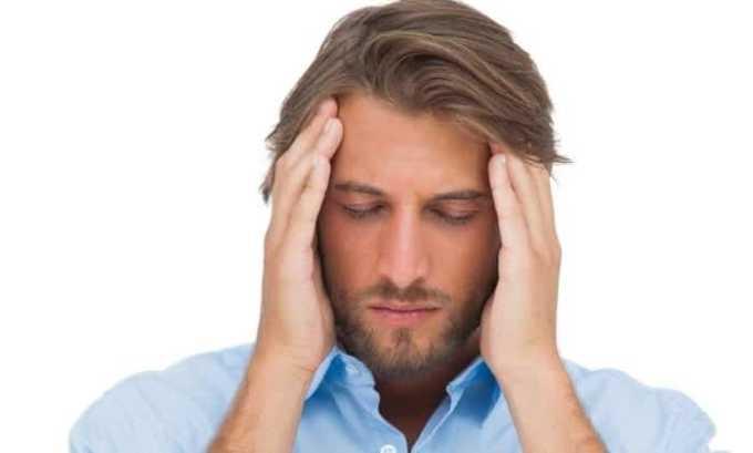 Побочные действия проявляются в виде головной боли