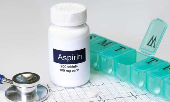Аспирин обладает спазмолитическим и болеутоляющим эффектами, но его запрещено принимать при появлении крови в моче и ее плохой свертываемости
