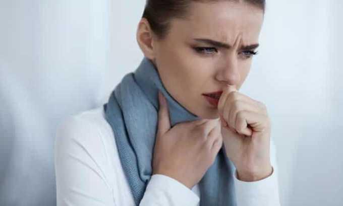 Со стороны дыхательной системы возникает сухой кашель