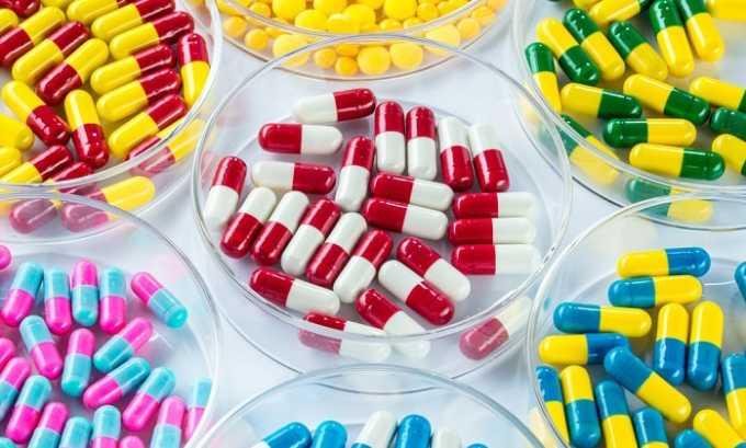 При инфекционных заболеваниях мочевыводящей системы в курс терапии включают антибиотики, противовирусные или противогрибковые средства