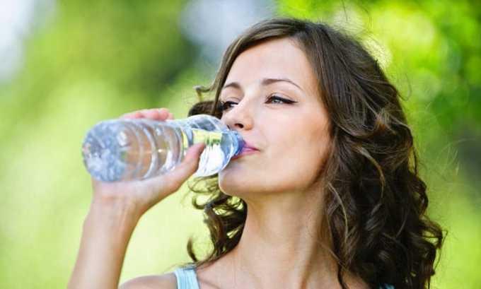 Пациенту следует пить достаточное количество воды - не менее 1,5-2 л в сутки