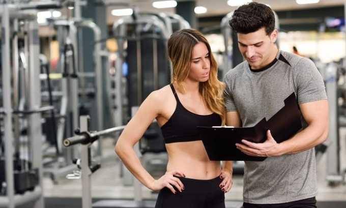 Больному циститом следует выбрать подходящие упражнения вместе с тренером