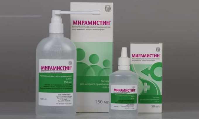 После интимной близости с малознакомым партнером врачи рекомендуют пользоваться Мирамистином. Раствор обладает антибактериальным действием и справляется со многими микробами