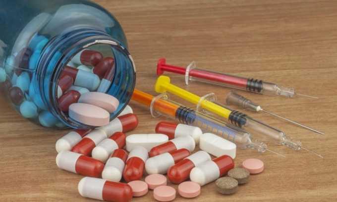 Чтобы предотвратить развитие воспалительного процесса, врачи назначают медикаменты из группы диуретиков, противовоспалительные и антибактериальные средства