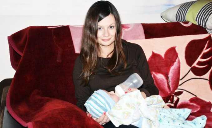 Во время лечения по возможности нужно перевести ребенка на искусственное кормление