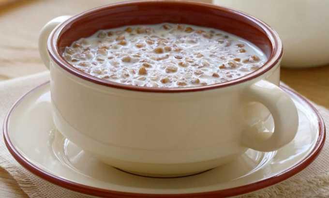 На завтрак можно приготовить каши на молоке