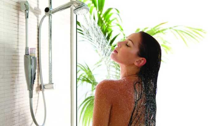 Женщина должна стараться принимать душ, а не ванну
