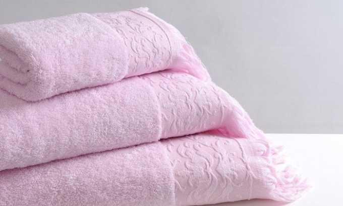 Промокнуть половые органы чистым полотенцем или влажными салфетками для интимной гигиены без содержания спирта