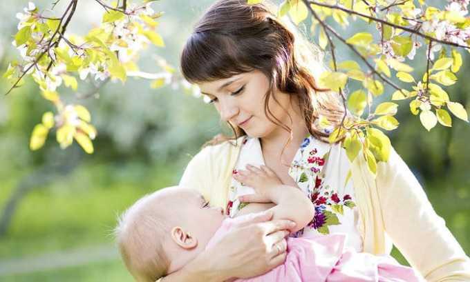 Несмотря на то что в кровь проникает незначительное количество действующего вещества, капли не рекомендуется применять кормящим женщинам