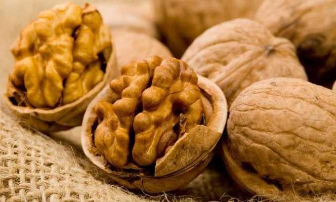 Во время лечения в рацион пациента должны входить грецкие орехи