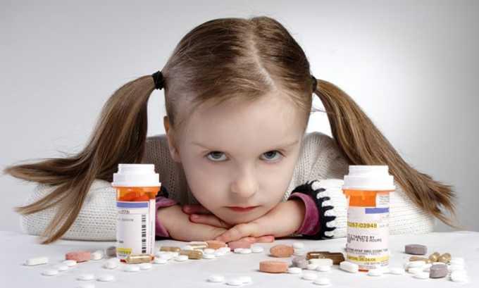 Таблетки и жидкая лекарственная форма для капельниц детям не назначают, только капли