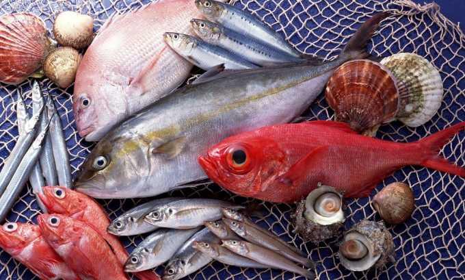 Рыбу нежирных сортов нужно обязательно включать в диетический рацион при хроническом цистите