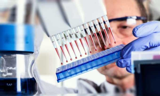 В дополнение к исследованию урины, мазка из уретры и других выделений врач может направить пациента на анализ венозной крови методами ПЦР-теста