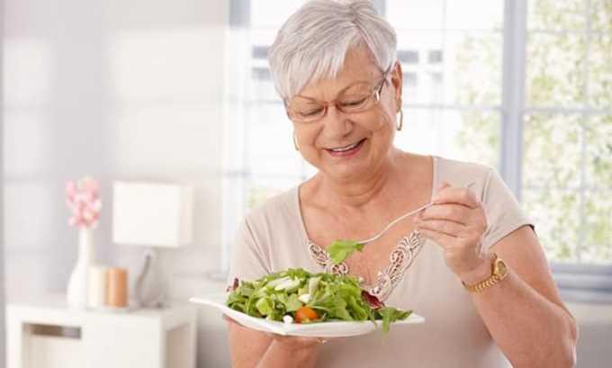 Рацион пожилого человека должен содержать достаточное количество витаминов и питательных веществ