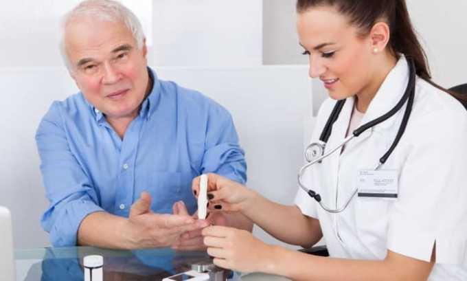 При развитии инсулинозависимого сахарного диабета лекарство снижает выраженность протеинурии