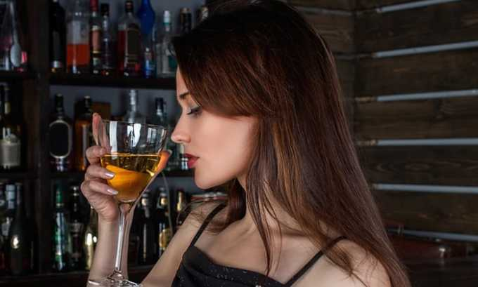Усиленный процесс брожения приводит к тому, что спирт превращается в уксусную кислоту, которая негативно воздействует на воспаленный орган