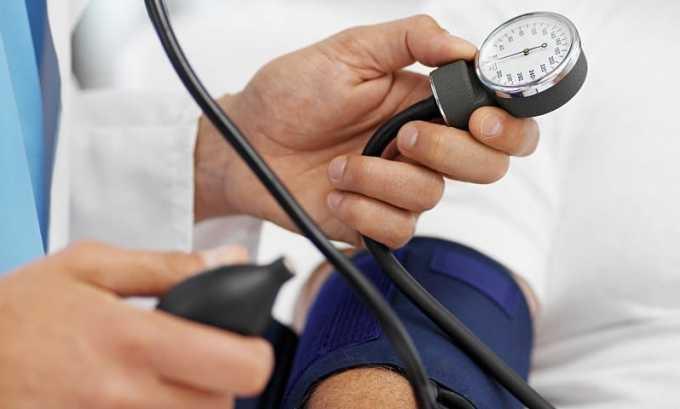 При употреблении высоких доз хлорталидона возникает резкое падение артериального давления