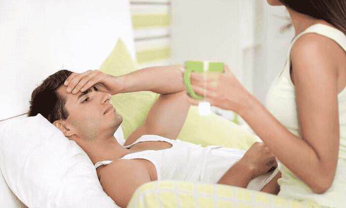 Такой метод быстро и эффективно снимает боль. Еще важно соблюдать постельный режим