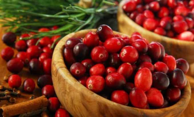 100 г ягод клюквы раздавить, залить 1 л кипящей воды и настоять до охлаждения