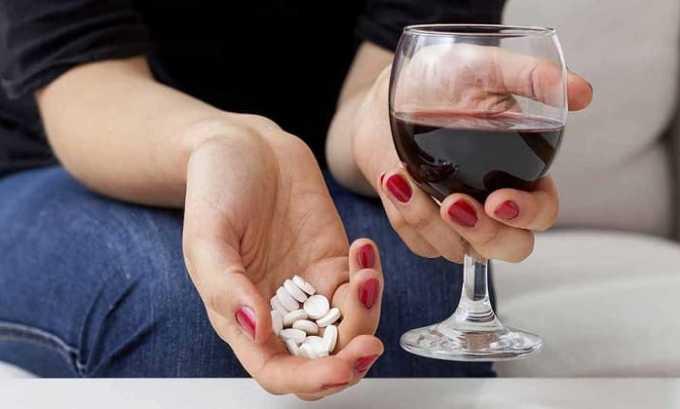 Следует избегать приема лекарства совместно с алкоголем