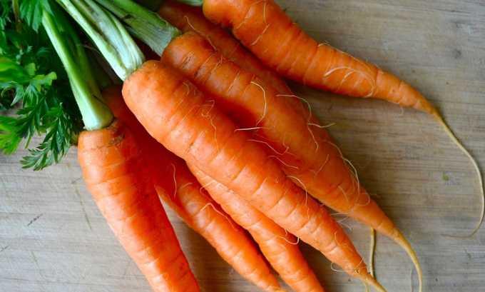 В моркови содержится много клетчатки, которая улучшает перистальтику