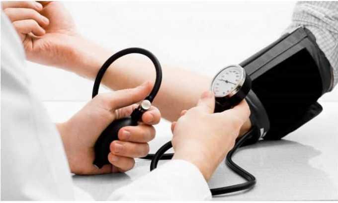 При введении Дексаметазона может наблюдаться повышение артериального давления