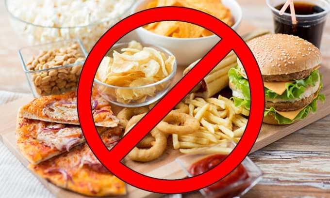 Из меню нужно исключить острые, копченые, соленые, маринованные, жареные и жирные продукты