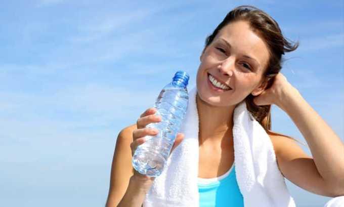 Во время лечения цистита нужно отказаться от секса и соблюдать питьевой режим
