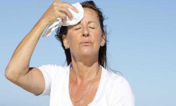 Побочным действием препарата Хартил Д является повышенное потоотделение