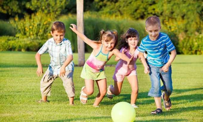 Для детей от 2 месяцев до 12 лет вводят однократно в день до 20-100 мг/кг веса