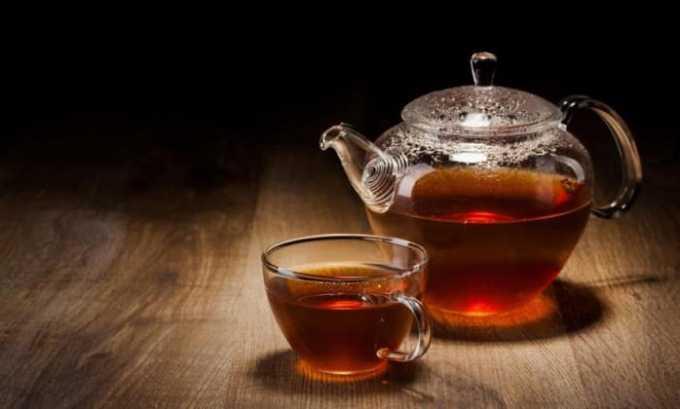Чай содержит возбуждающий алкалоид в больших количествах, причем в зеленых сортах в большей степени, чем в черных