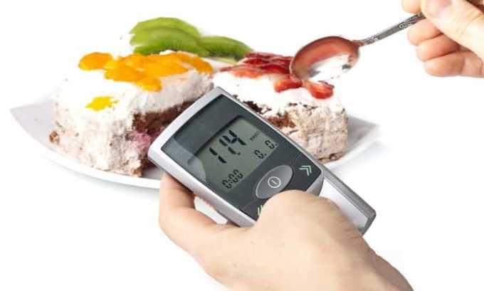 До начала терапии и в процессе лечения следует контролировать уровень глюкозы в крови пациента