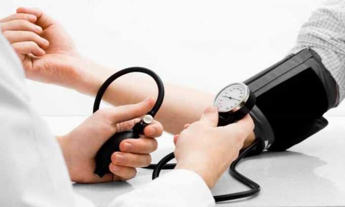 Препарат может вызвать побочное явление в виде повышения артериального давления