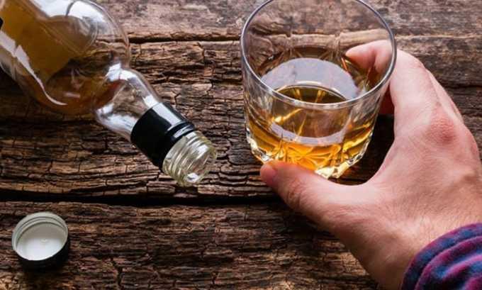 Когда человек злоупотребляет вредными напитками, то пораженный орган не может справиться с продуктами их распада
