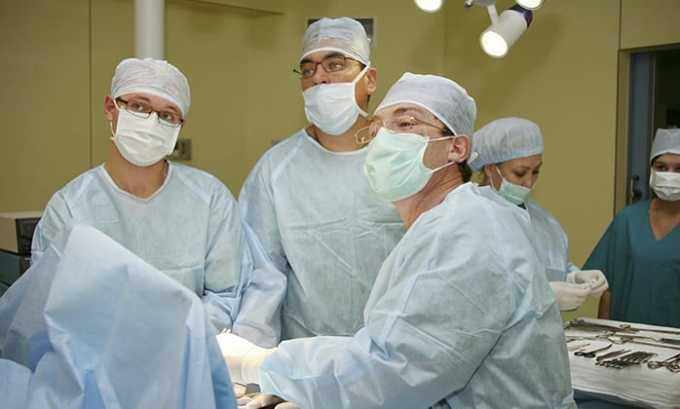 В качестве профилактики антибиотик назначают для предупреждения инфекционных осложнений при хирургических операциях