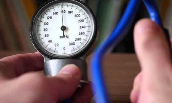 При приеме таблеток Нурофен могут возникать побочные эффекты в виде повышения артериального давления