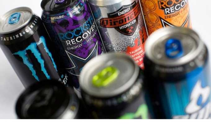 Энергетические напитки содержат ударную дозу кофеина