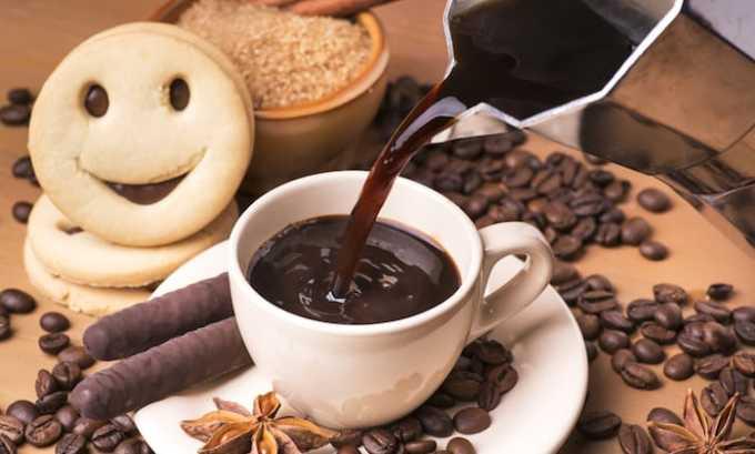 Горячий шоколад также вреден, т.к, содержит 30-40 мл кофеина в 1 чашке