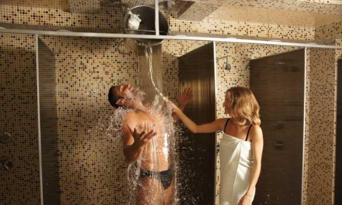 Для обливания в бане используйте только теплую воду