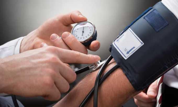 Нельзя применять медикамент при повышенном артериальном давлении (гипертензии)