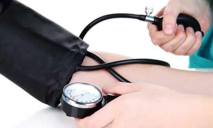 От лекарственных средств возможен побочный эффект в виде повышения или понижения давления
