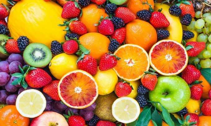 Нужно употреблять много фруктов