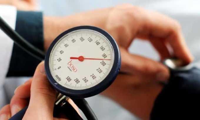 При повышенном давлении не рекомендуется принимать горячие ванны ля устранения симптомов цистита