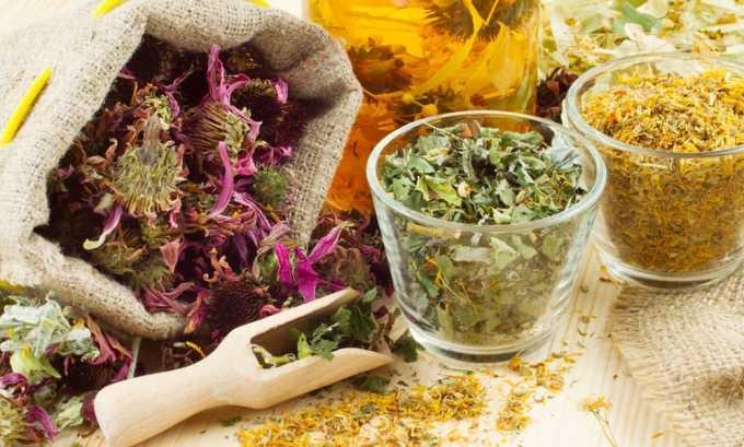 Народные методы используются в качестве дополнительной терапии. В домашних условиях применяются травы, из которых делают отвары