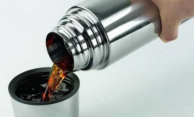 Чтобы полезные эфирные масла настоя не улетучились, а свойства растения полностью сохранились, готовить его лучше всего в термосе