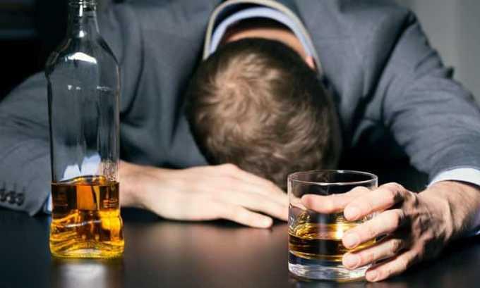 Принимать препарат не запрещено, но делать это надо с осторожностью при хроническом алкоголизме