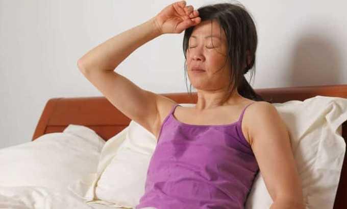 При передозировке средней и тяжелой степени могут возникать повышенное потоотделение