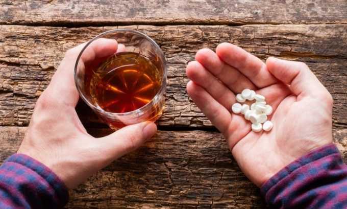 Употреблять спиртосодержащие напитки в течение терапии не разрешается