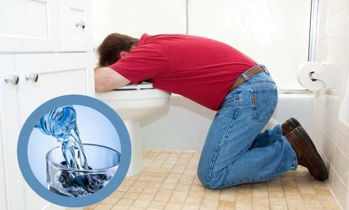 При передозировке необходимо промыть желудок, принять большое количество чистой воды (около 1 л) и вызвать рвотный позыв
