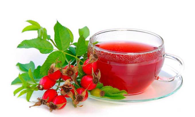 Шиповник содержит большое количество витаминов С, Р, Е, К, В2, рибофлавина и каротина